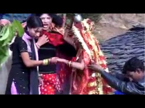 Shadi Ke Fere Aur Aaliyon Ki Mast Gaali – Garhwali Marriage Video Song